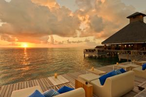 Huvafen Fushi Raw Bar Deck Sundowner
