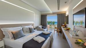 Neptune Hotels Resort Convention Centre and Spa  Zimmer