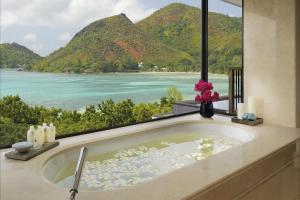 Raffles Seychelles Bathroom