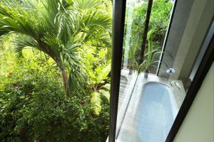 Raffles Seychelles Villa Bathroom