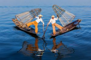 Sens Asia Travel Myanmar Fishermen Inle Lake