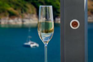 The Nai Harn Champagner Knopf