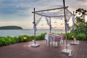 The Nai Harn romantic dinner