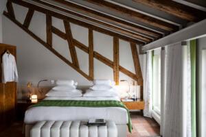 Widder Hotel Design Queen Zimmer Doppelbett