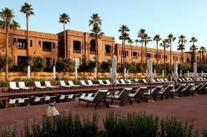 art of travel Gebäude des Selman Marrakesch vom Pool aus